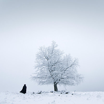 Walking away - p992m777214 by Carmen Spitznagel