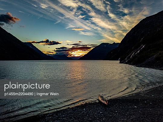 Canoe on a lake in Alaska - p1455m2204490 by Ingmar Wein