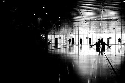 Corridor of office building - p1427m2169363 by Fabio Camandona