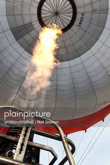 Heißluftballon - p1092m2053642 von Rolf Driesen