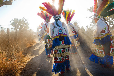 People wearing colorful traditional clothing outdoors - p555m1453940 by Jeremy Woodhouse/Holly Wilmeth