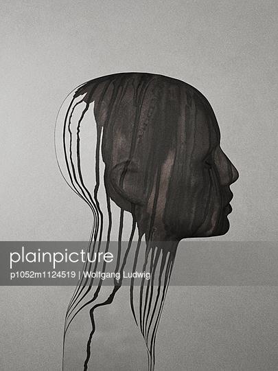 Weibliches Profil mit Farbverlauf - p1052m1124519 von Wolfgang Ludwig
