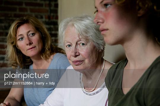 Drei Generationen - Oma - p1212m1152884 von harry + lidy