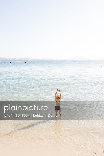 plainpicture | Photo library for authentic images - plainpicture p454m1516034 - Pure recreation - plainpicture/Lubitz + Dorner