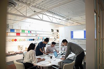 Designers brainstorming in creative office meeting - p1192m1529972 by Hero Images