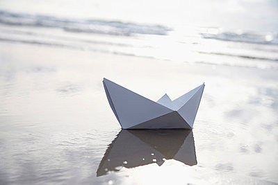 Paper boat - p4640631 by Elektrons 08