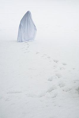 Ghost - p619m1525772 by Samira Schulz