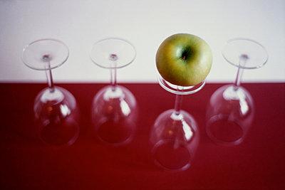 Apfel und Glas - p1146m943296 von Stephanie Uhlenbrock