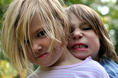 Brother and sister - p9440005 by melaniezwiehoff