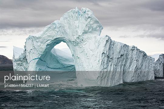 Eisberg in der Melville Bay - p1486m1564237 von LUXart