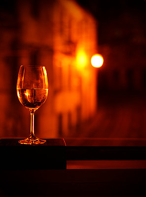 Glass of white wine placed on windowsill - p1695m2290939 by Dusica Paripovic