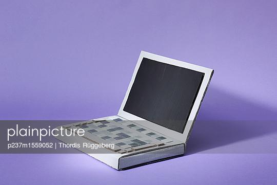 Prototyp Laptop - p237m1559052 von Thordis Rüggeberg