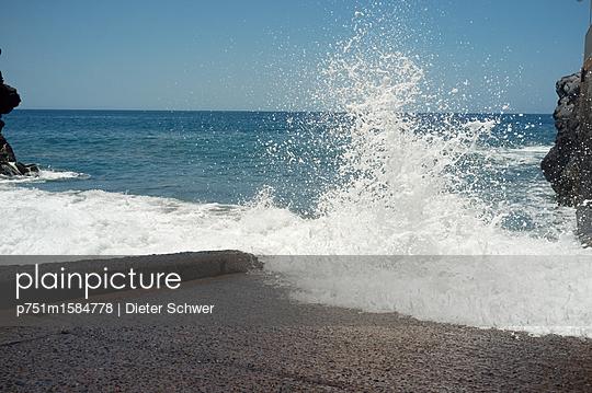 Gischt - p751m1584778 von Dieter Schwer