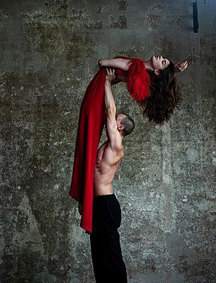 Dancing couple - p1139m2210683 by Julien Benhamou