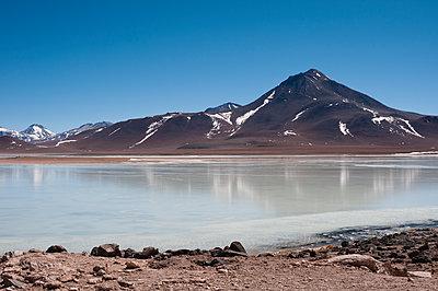 Salzsee in den bolivianischen Anden - p1273m2092882 von Melanka Helms