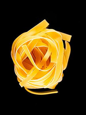 Ribbon noodles - p401m2191420 by Frank Baquet