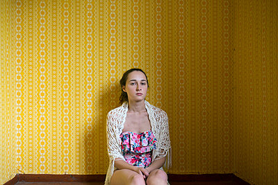 Yellow wallpaper - p427m939824 by R. Mohr