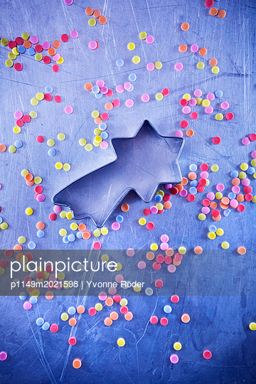 Ausstecher und Zuckerkonfetti - p1149m2021598 von Yvonne Röder