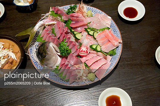 Fish platter - p265m2065209 by Oote Boe