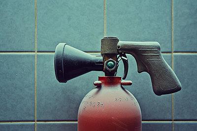 Germany, Bavaria, old fire extinguisher - p300m2213720 by Daniel Schweinert