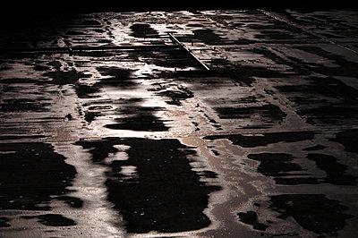 nasser Asphalt - p979m909753 von Hetzer
