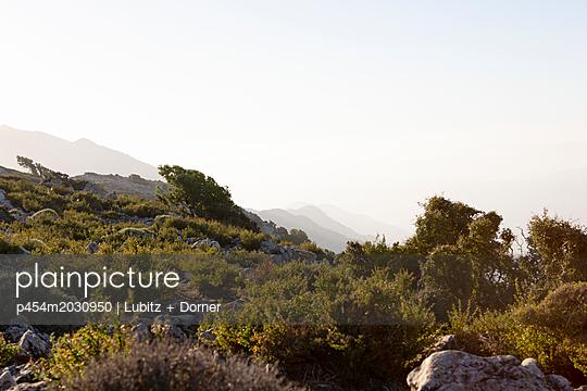 Mountain landscape of Crete - p454m2030950 by Lubitz + Dorner