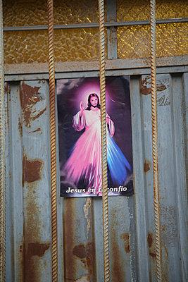 Jesus, dir vertraue ich - p1038m1563954 von BlueHouseProject