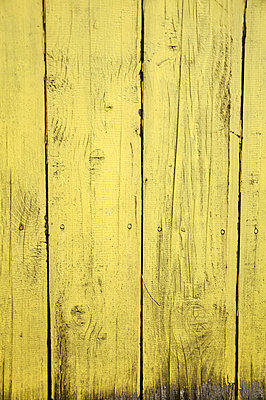 Full frame shot of yellow wooden wall - p577m1332545 by Mihaela Ninic