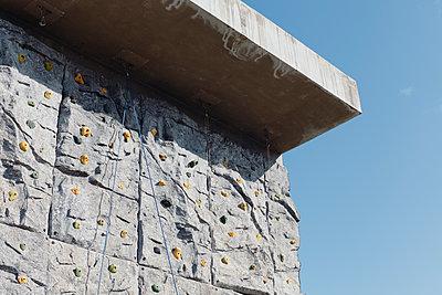 Artificial climbing wall on bunker - p1598m2164409 by zweiff Florian Bier