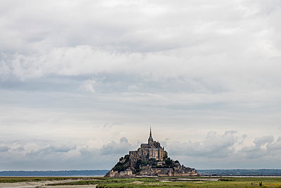 Le Mont Saint Michel - p1691m2288597 by Roberto Berdini Bokeh