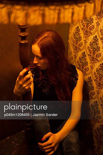 Traurige Frau - p045m1208459 von Jasmin Sander