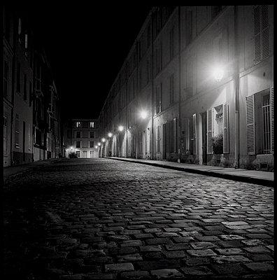 Paris by nighr, Passage d'Enfer - p1654m2280236 by Alexis Bastin