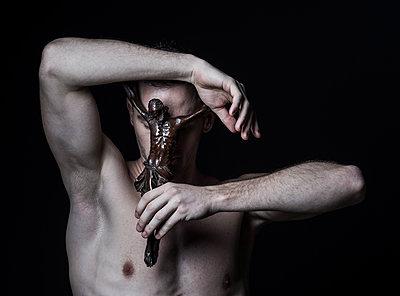 Man with Figure of Jesus, portrait - p1139m2210742 by Julien Benhamou