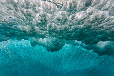 Maledives, Ocean, underwater shot, wave - p300m2023714 by Konstantin Trubavin