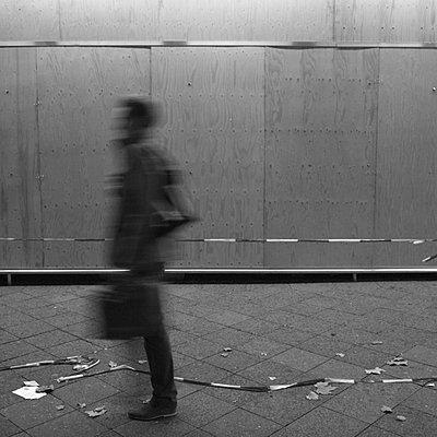 verhuschte gestalt berlin - p627m671193 by Hendrik Rauch