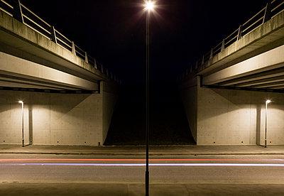 Autobahnbrücke - p1057m1475307 von Stephen Shepherd