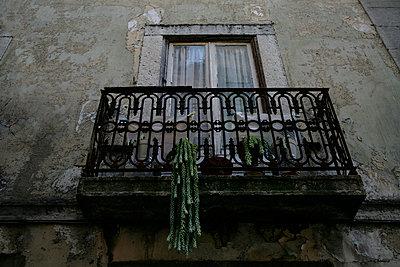 Altbaufassade mit Balkon - p1092m900085 von Rolf Driesen