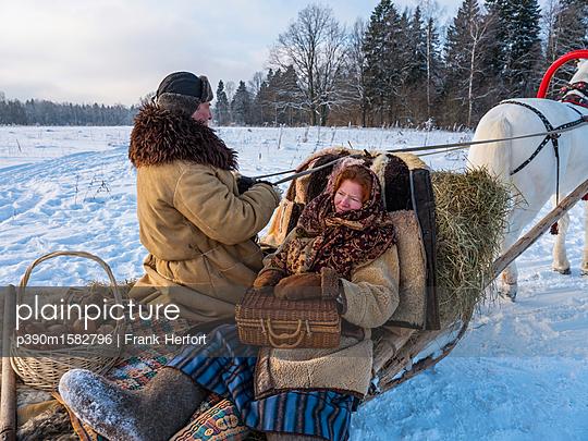 Pferdeschlitten im Winter  - p390m1582796 von Frank Herfort