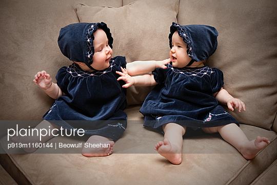 Zwillinge - p919m1160144 von Beowulf Sheehan