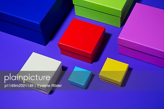 Bunte Schachteln - p1149m2021146 von Yvonne Röder