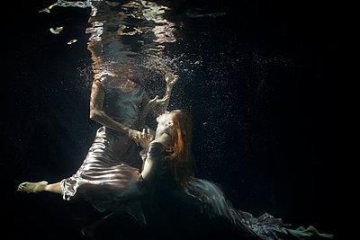 Unterwasserballett - p1554m2159066 von Tina Gutierrez