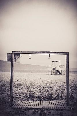 Dusche am Strand - p772m1425594 von bellabellinsky