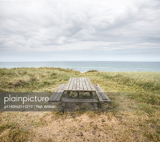 Resting spot at the seaside - p1162m2111210 by Ralf Wilken