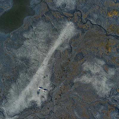 Landebahn, The Picnic Strip - p280m1590821 von victor s. brigola