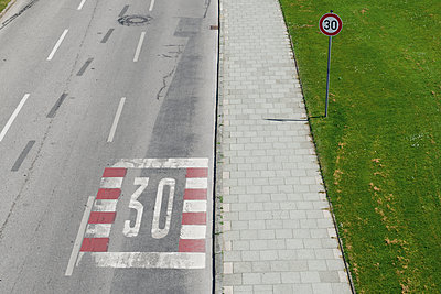 Germany, Bavaria, Munich, speed limit sign - p300m1052825f by visual2020vision