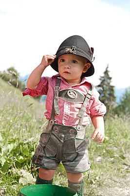 Kleiner Junge mit Trachtenhut - p533m1556545 von Böhm Monika