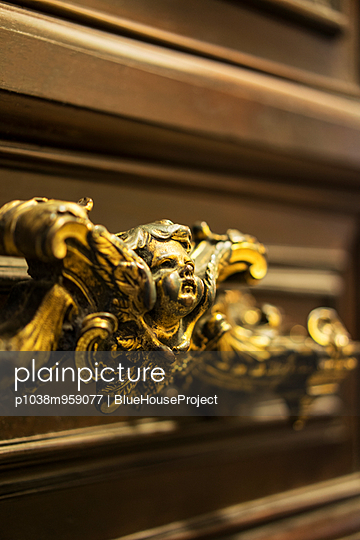 Potto at the St. Peter's Basilica - p1038m959077 by BlueHouseProject