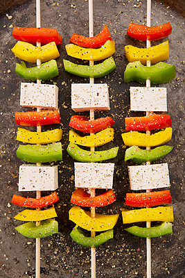 Vegetable skewers with tofu - p1149m1072553 by Yvonne Röder