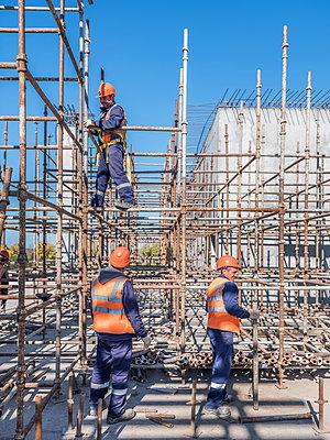Betonbauer bei der Arbeit - p390m2076229 von Frank Herfort