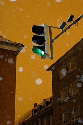 Traffic lights and winter - p7580031 by L. Ajtay